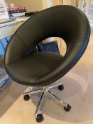 1 x Contemporary Black Office Swivel Chair With Chrome Base - CL636 - Location: Hale, Cheshire,