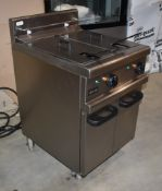 1 x Lincat Opus 800 OE8113 Twin Tank Electric Fryer With Filtration - 2 x 17L Tanks With Baskets -