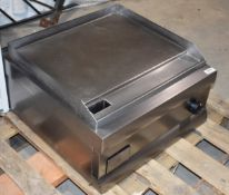 1 x Lincat Silverlink GS4/C Electric 240v Solid Top Griddle With Stainless Steel Finish - Size 60