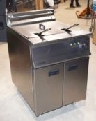 1 x Lincat Opus 800 OE8108 Single Tank Electric Fryer With Filtration - 37L Tank With Two