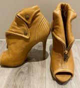 1 x Pair Of Genuine Alexander Mcqueen High Heel Shoes In Tan - Size: 37 - Preowned in Very Good