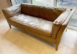 1 x Tan Leather Sofa - Dimensions: L177 x D80 x H65, Seat 45cm - NO VAT ON THE HAMMER - Preowned -