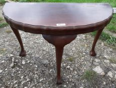 1 x Antique Mahogany Half Moon Hall Table With Ball And Claw Feet - Ref: JB235 - Pre-Owned - NO