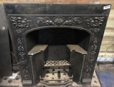1 x Antique Victorian Cast Iron Fire Insert With Patterned Surround - Dimensions: Width 82cm x