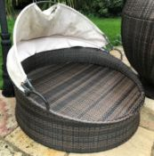 1 x Wicker / Rattan Round Daybed With Fabric Sun Hood - Ref: JB165 - Pre-Owned - NO VAT ON THE