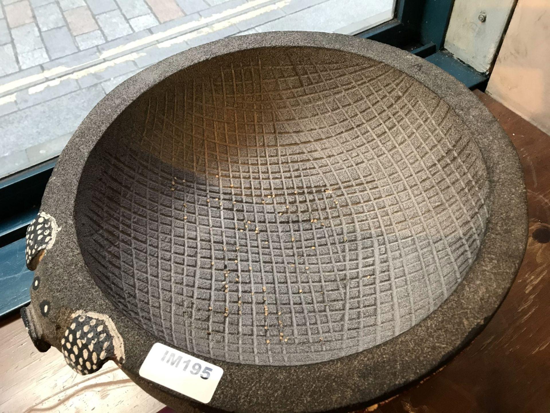 1 x Stone Pig Style Dahaca Folk Art Griding Bowl - Size H30 x W40 cms - CL554 - Ref IM195 - - Image 3 of 5