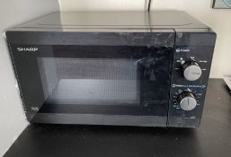 1 x Microwave and Toaster - From An Exclusive Property In Leeds - No VAT on the Hammer - CL648 -