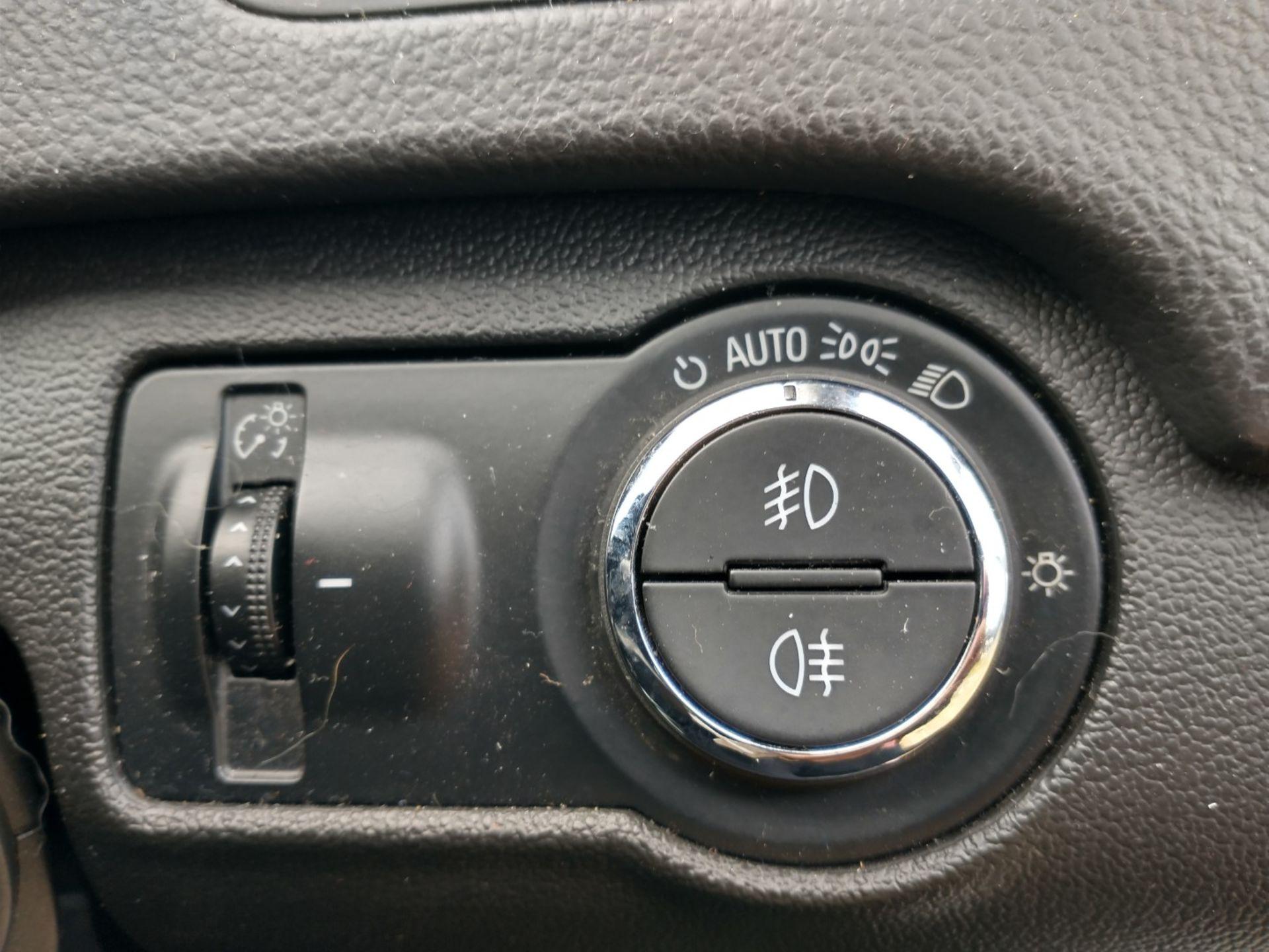 2009 Vauxhall Insignia Elite Nav CDTI 5dr 2.0 Diesel - CL505 - NO VAT ON THE HAMMER - Location: Corb - Image 17 of 22