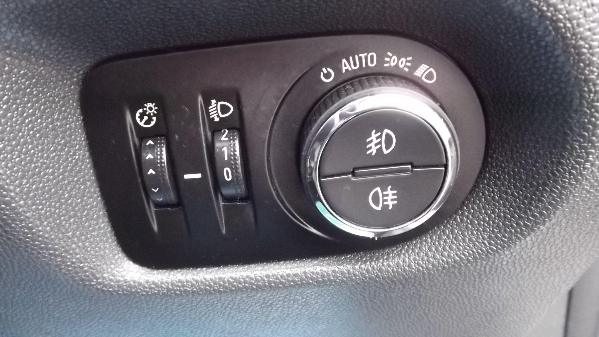 2014 Vauxhall Corsa Se 5Dr Hatchback - Full Service History - CL505 - NO VAT ON THE HAMMER - - Image 18 of 24