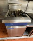 1 x Blue Seal Twin Basket Commercial Fryer With Baskets - Gas Fired - Ref: BLVD165 - CL649 -