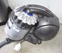 1 x Dyson DC37 Musclehead Ball Vacuum Cleaner - Ref JP554 WH2 - NO VAT ON THE HAMMER - CL656 -