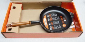 1 x Le Creuset Cast Iron 26cm Frying Pan - Ref: HHW37/JUL21 - CL679 - Location: Altrincham WA14
