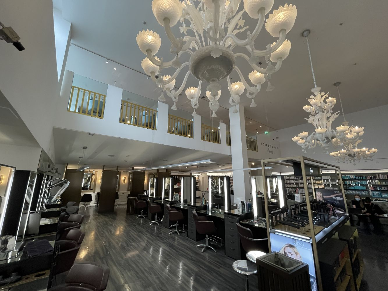 Thursday 28th October - Professional Salon Equipment & Bespoke Shop Fittings And Display Items From A Renowned London Department Store & Spa
