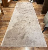 1 x Premium 3.5 Metre Long Carpet Runner - Dimensions: 325cm x 105cm - Ref: SGV151 - CL672 - NO VAT