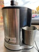 1 x Waring Kitchen Classics Juice Extractor With Stainless Steel Finish -CL667 - Location: