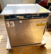 1 x Alto-Shaam Food Warming Holding Cabinet on Castors - Stainless Steel Exterior - CL667 - Ref: ALF