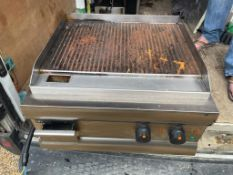 1 x Lincat Electric Ribbed Cooking Griddle With Stainless Steel Exterior -CL667 - Location: