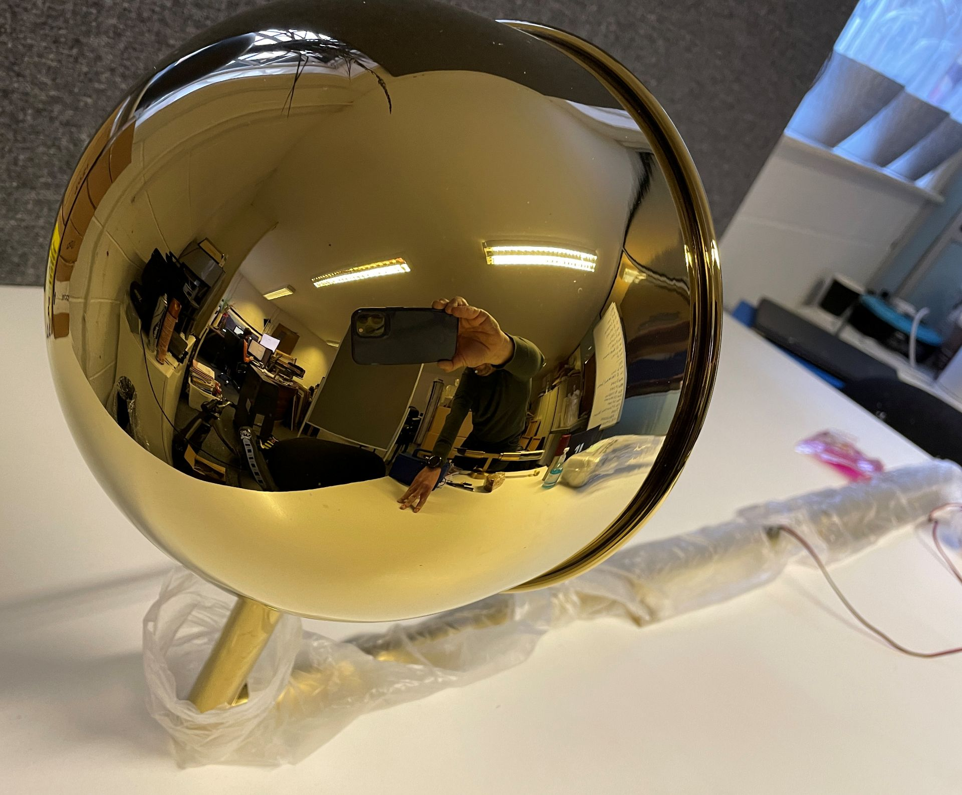1 x Tall 119cm Polished Brass Wall Light with large adjustable round head (Diameter 21cm) with Wal - Image 15 of 18