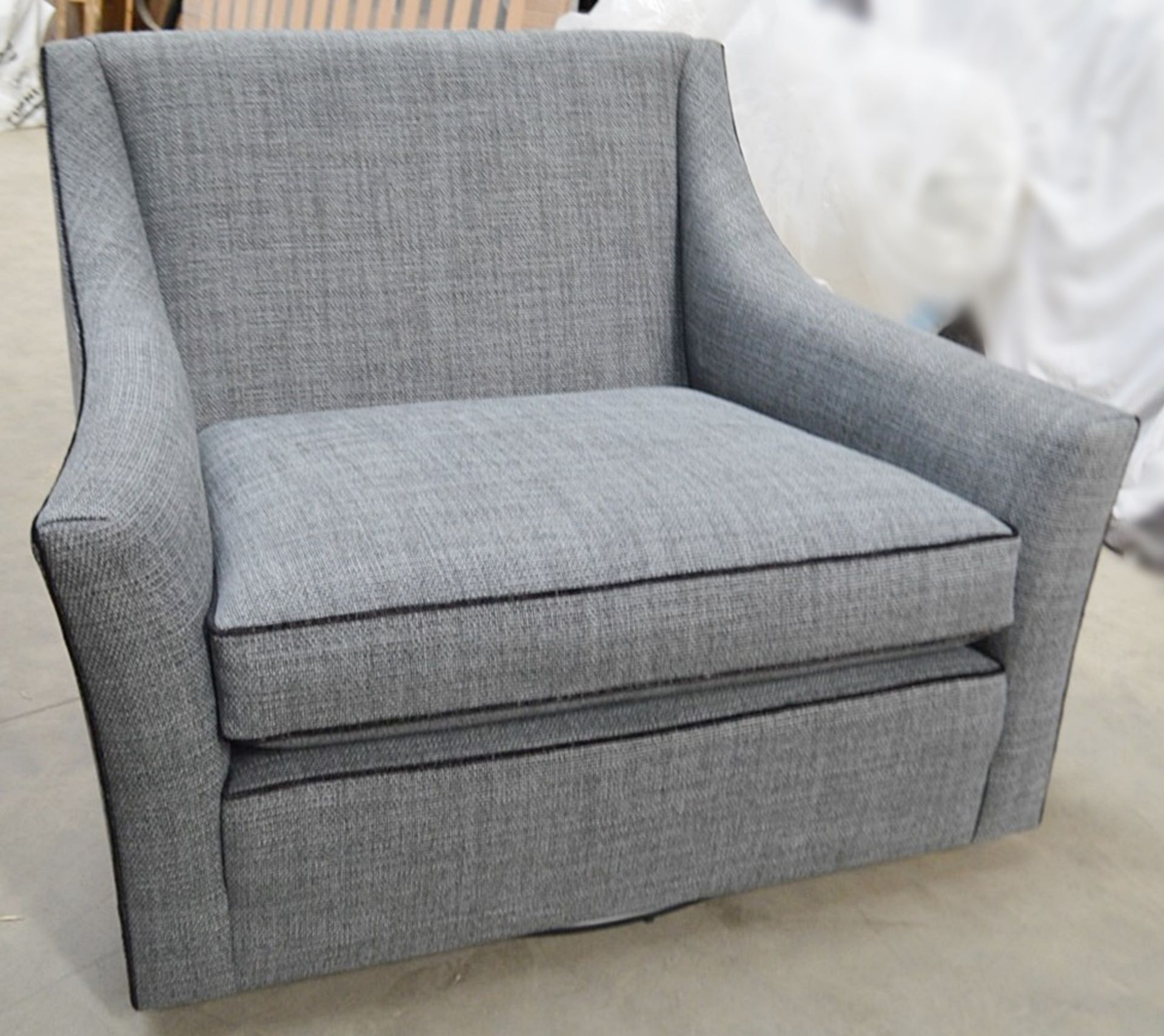 1 x DURESTA Hermitage Swivel Chair Upholstered In A Light Grey Premium Woven Fabric - RRP £3,729 - Image 7 of 7