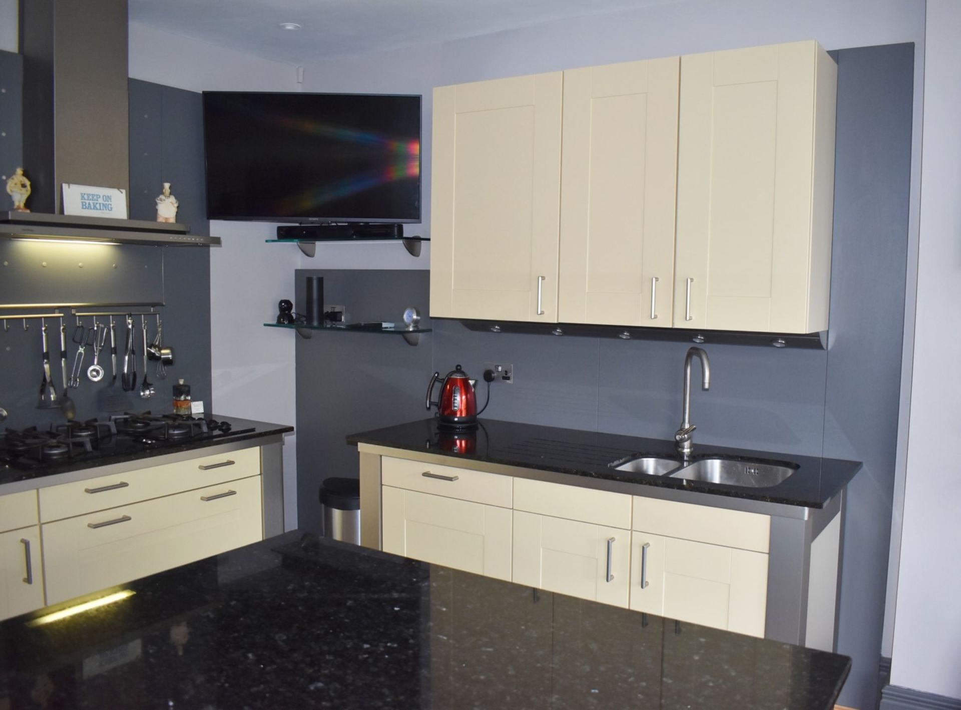 1 x SieMatic Contemporary Fitted Kitchen With Appliances - Features Shaker Style Doors, Central - Image 96 of 96