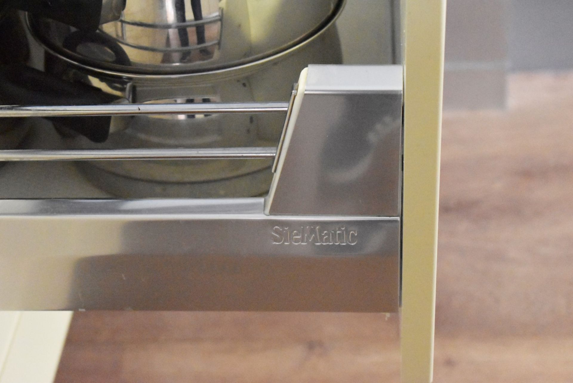 1 x SieMatic Contemporary Fitted Kitchen With Appliances - Features Shaker Style Doors, Central - Image 12 of 96