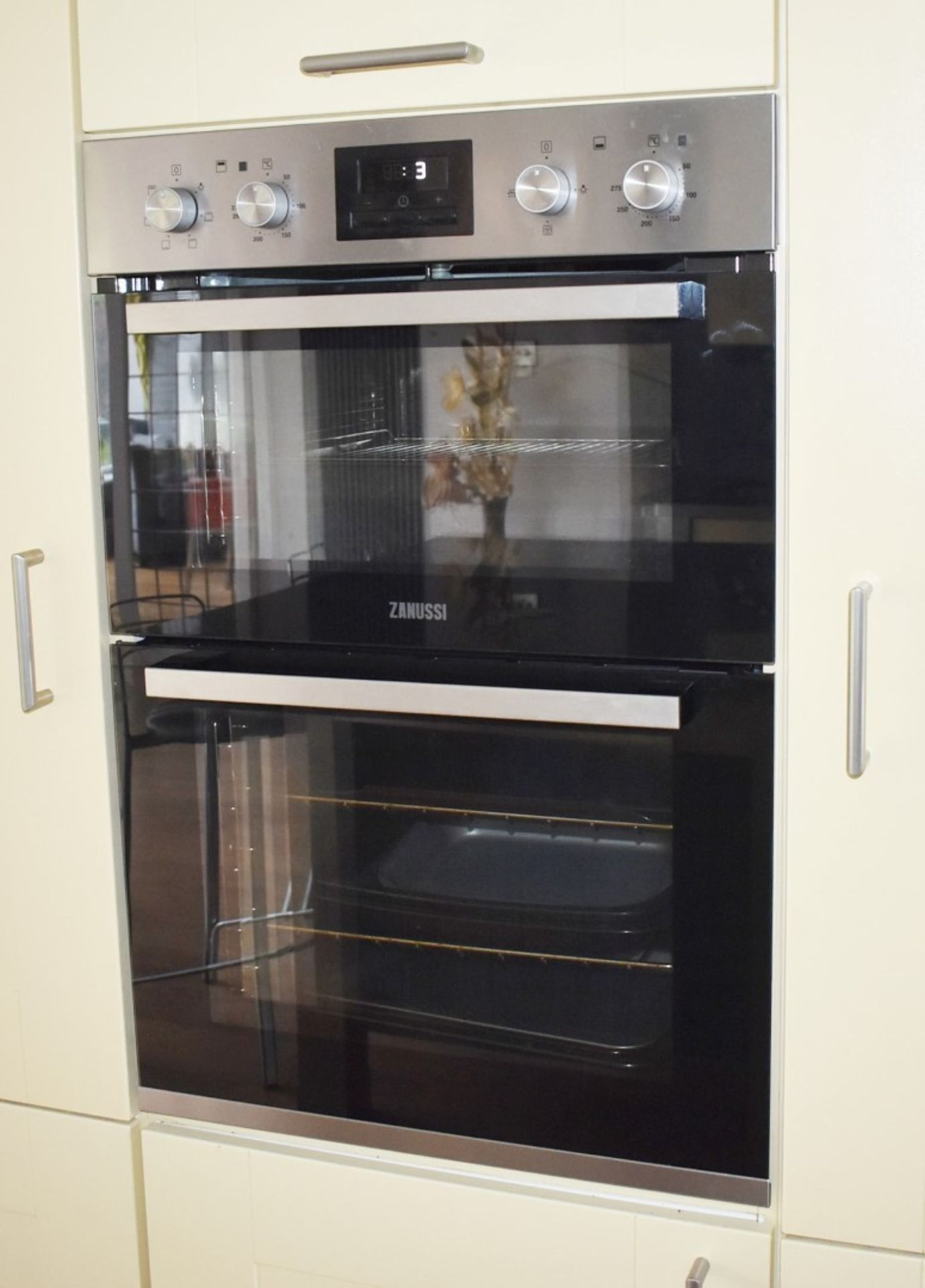 1 x SieMatic Contemporary Fitted Kitchen With Appliances - Features Shaker Style Doors, Central - Image 86 of 96