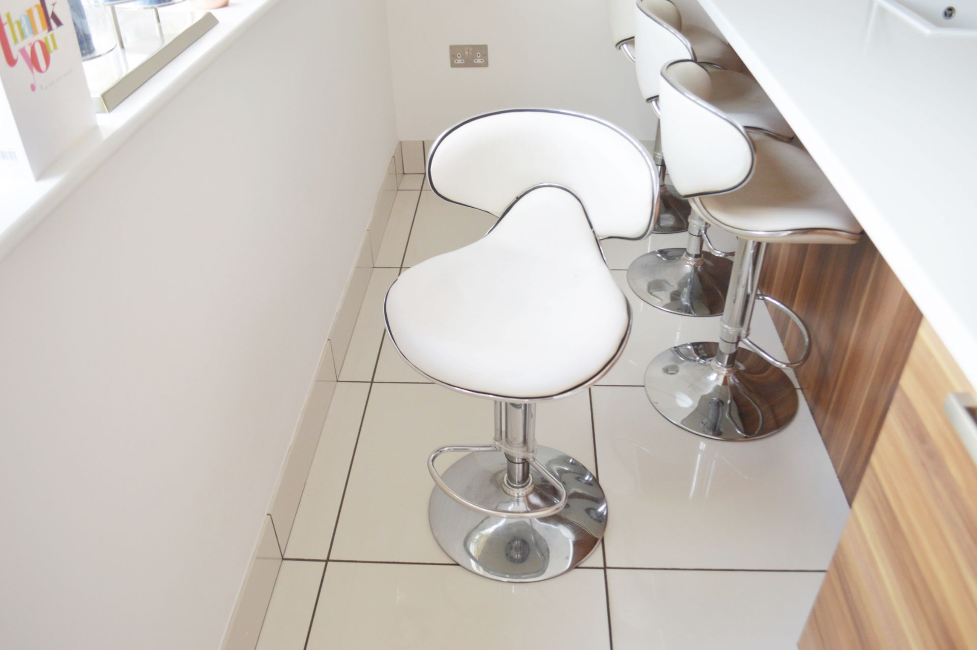 4 x Deluxe Modern White Bar Stools -CL685 - Location: Blackburn BB6 - NO VAT On Hammer This Lot - Image 4 of 4