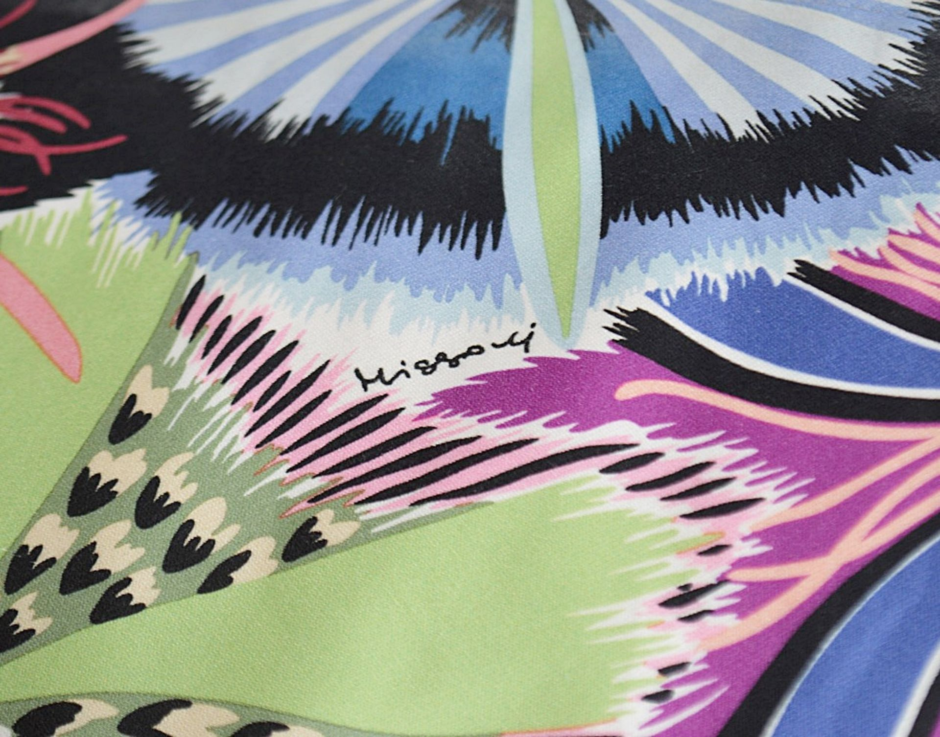 1 x Large Bean Bag Chair In 'Missoni Passiflora' Fabric - Dimensions Height 100 x Diameter 70cm - Image 4 of 5
