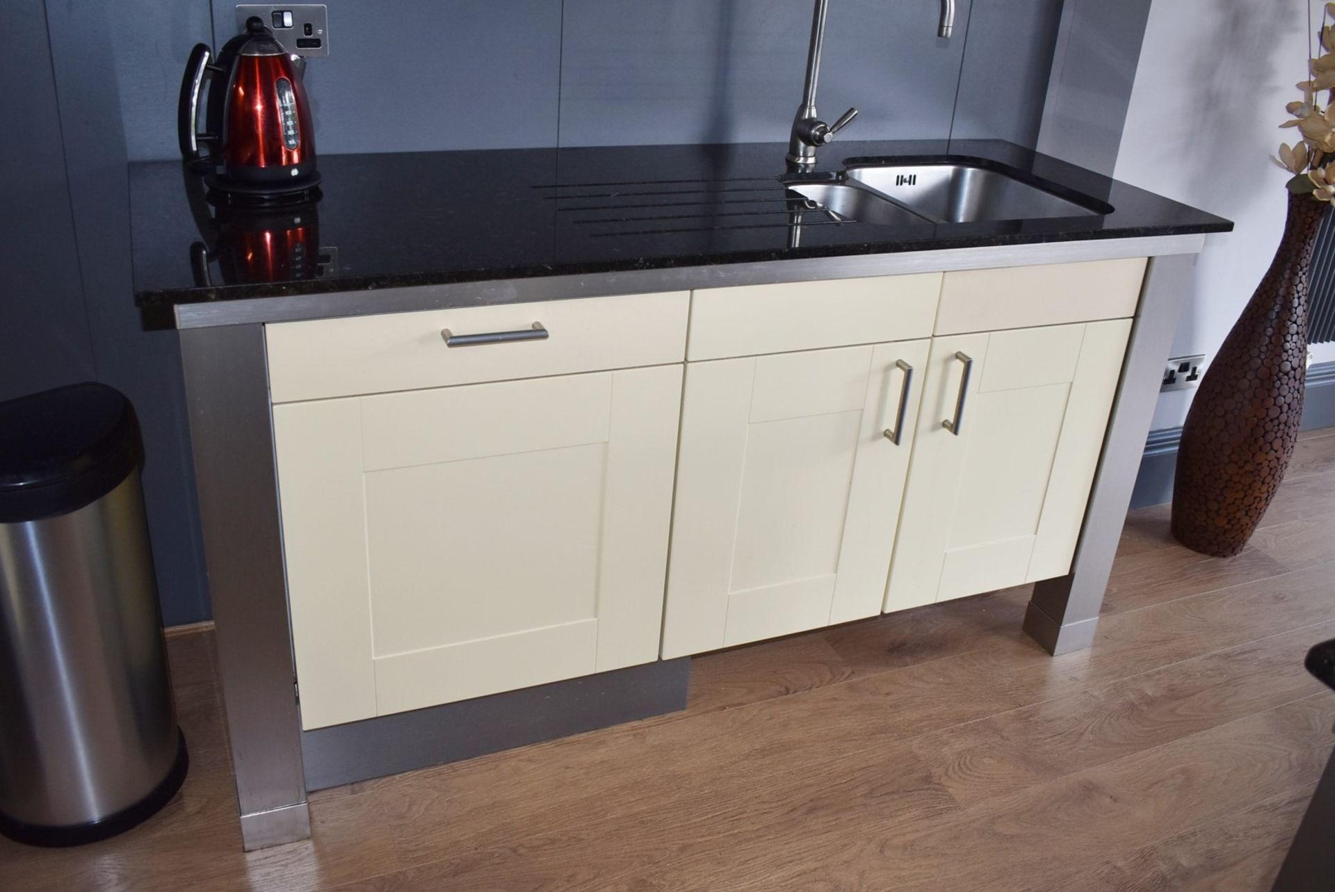 1 x SieMatic Contemporary Fitted Kitchen With Appliances - Features Shaker Style Doors, Central - Image 40 of 96