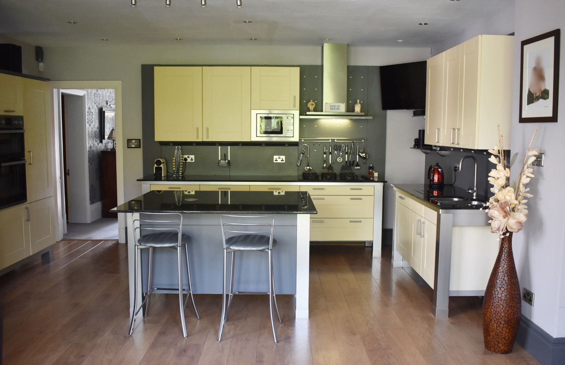 1 x SieMatic Contemporary Fitted Kitchen With Appliances - Features Shaker Style Doors, Central - Image 87 of 96