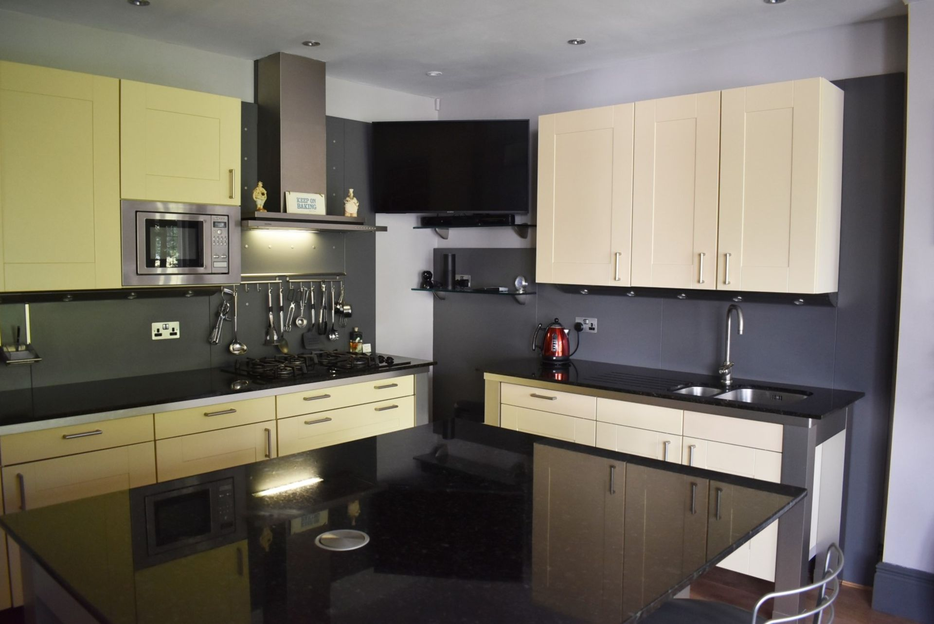 1 x SieMatic Contemporary Fitted Kitchen With Appliances - Features Shaker Style Doors, Central - Image 36 of 96