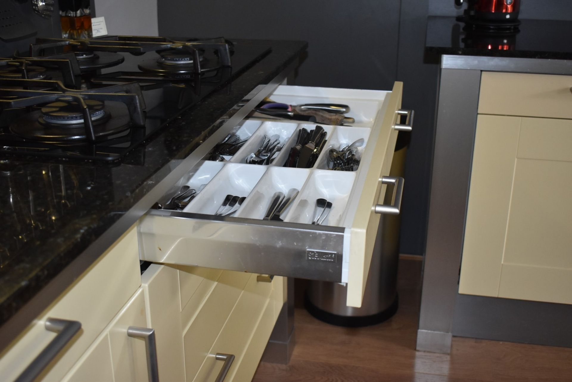 1 x SieMatic Contemporary Fitted Kitchen With Appliances - Features Shaker Style Doors, Central - Image 20 of 96