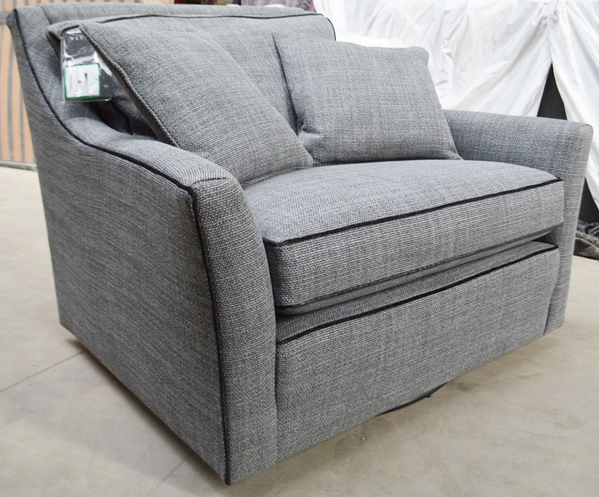 1 x DURESTA Hermitage Swivel Chair Upholstered In A Light Grey Premium Woven Fabric - RRP £3,729 - Image 5 of 7