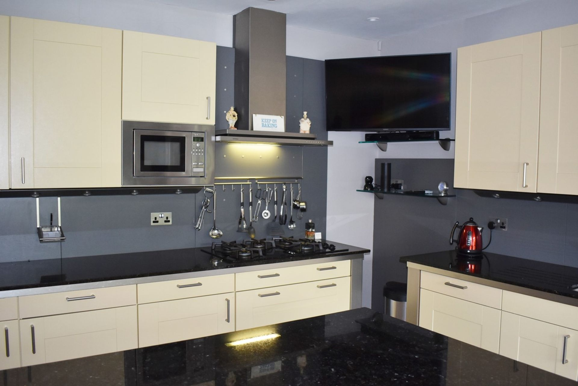 1 x SieMatic Contemporary Fitted Kitchen With Appliances - Features Shaker Style Doors, Central - Image 93 of 96