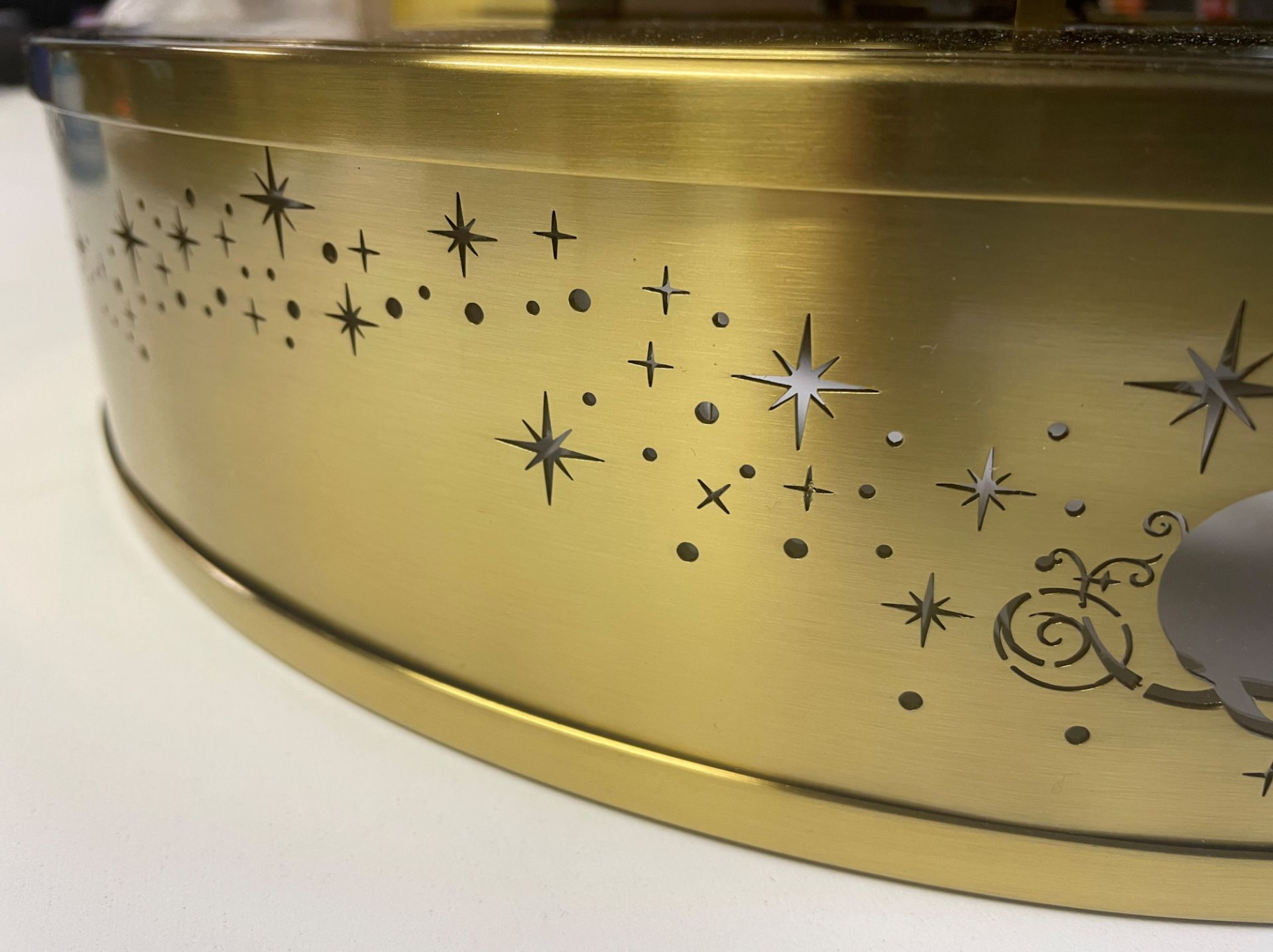 1 x Chelsom 'Disney' New Build Brushed Brass Ceiling Arcade Pendent Light Fitting - Sample we under - Image 9 of 14