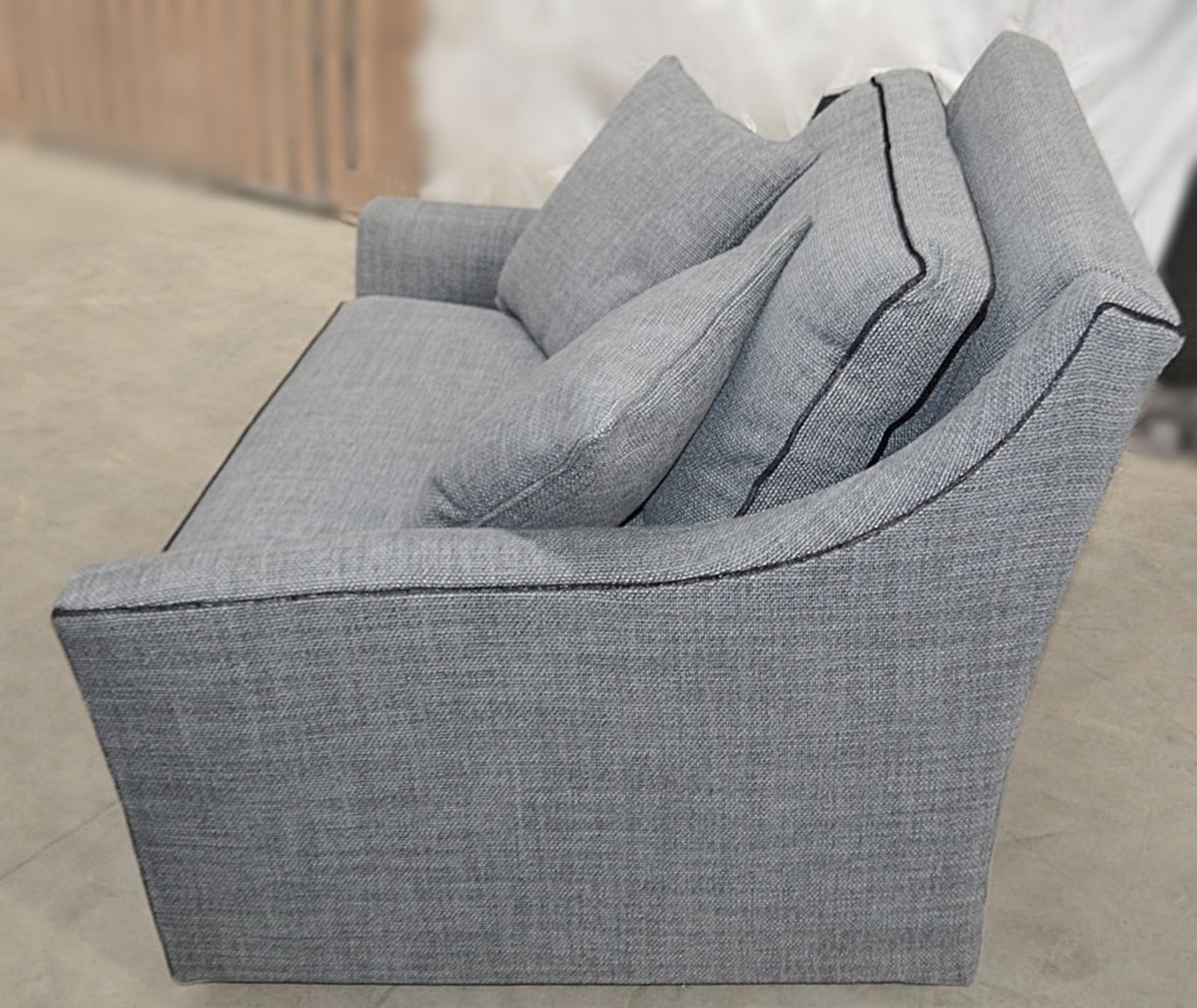 1 x DURESTA Hermitage Swivel Chair Upholstered In A Light Grey Premium Woven Fabric - RRP £3,729 - Image 4 of 7
