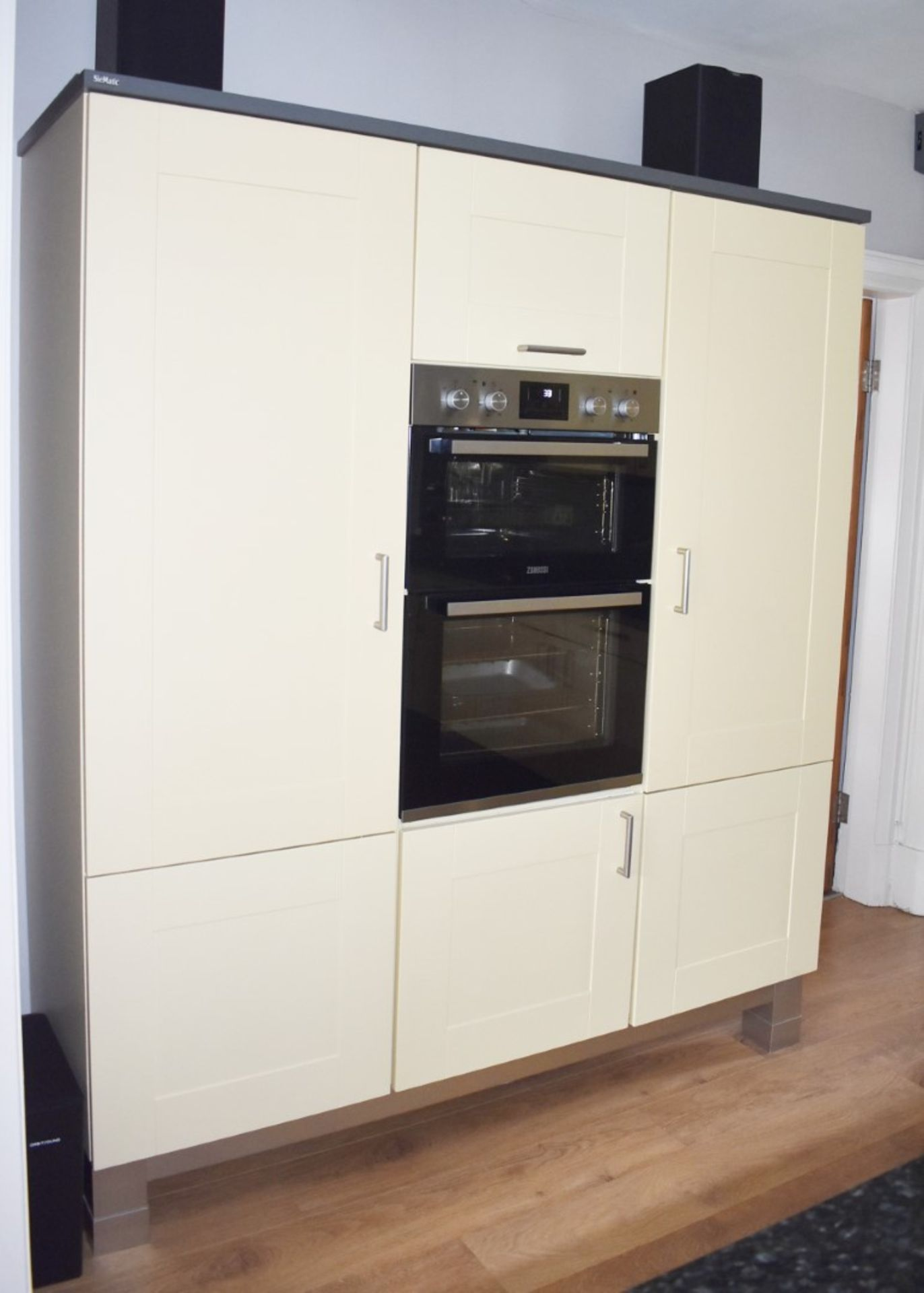 1 x SieMatic Contemporary Fitted Kitchen With Appliances - Features Shaker Style Doors, Central - Image 25 of 96