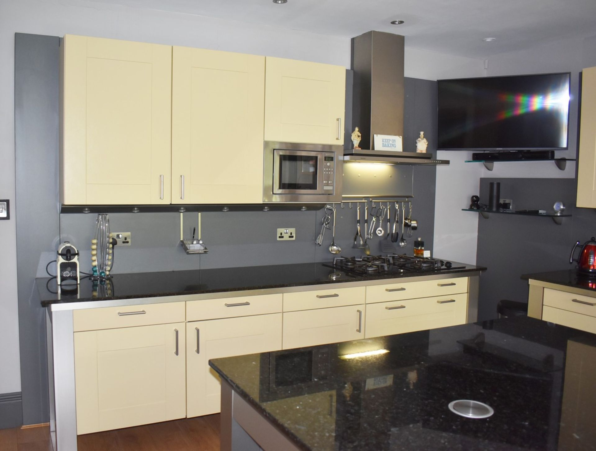 1 x SieMatic Contemporary Fitted Kitchen With Appliances - Features Shaker Style Doors, Central - Image 64 of 96