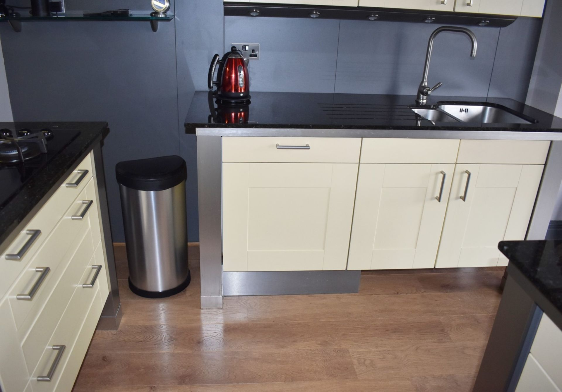 1 x SieMatic Contemporary Fitted Kitchen With Appliances - Features Shaker Style Doors, Central - Image 10 of 96