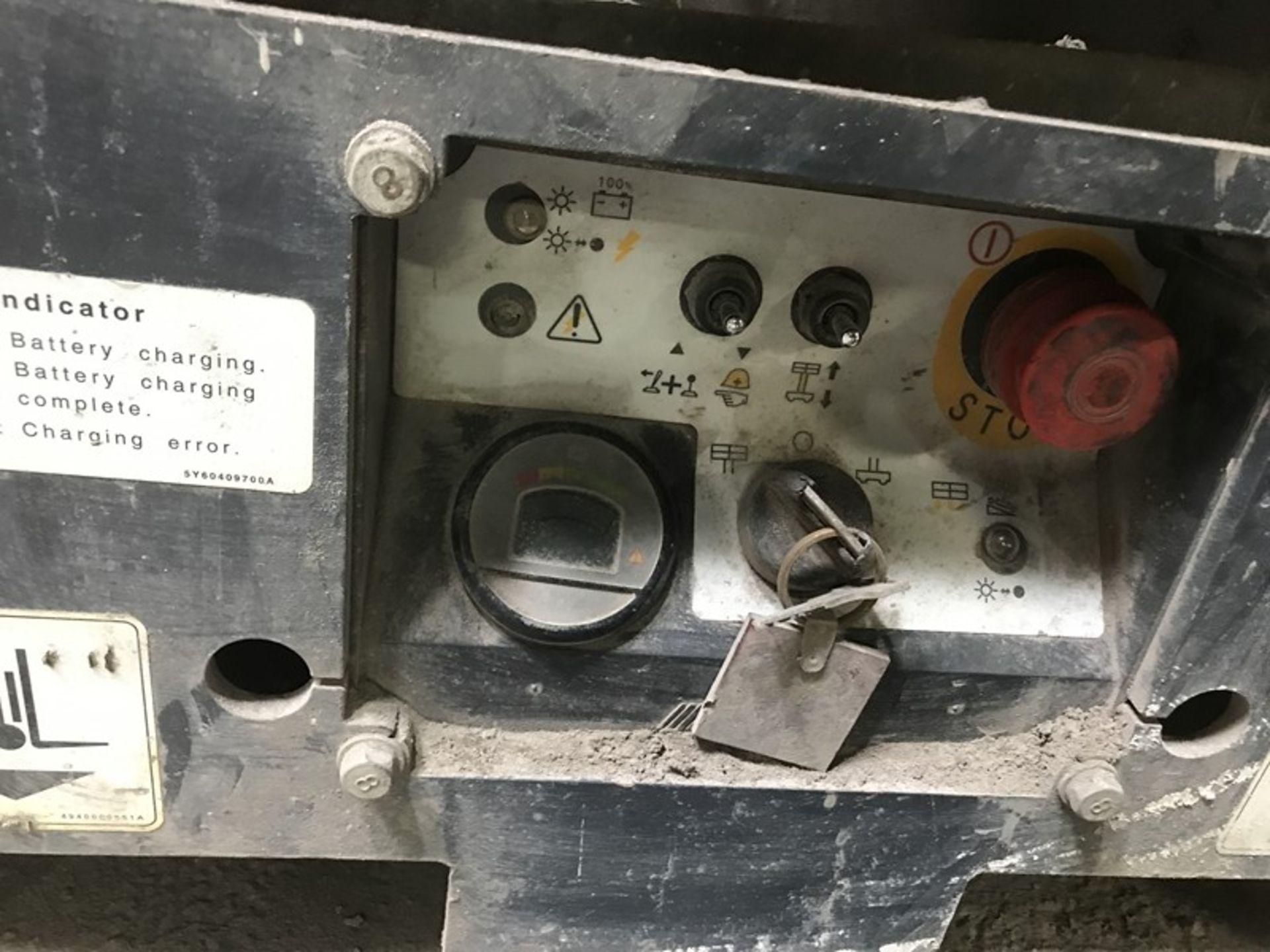 Toyota Aichi Scissor Lift - Image 8 of 12