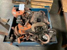 Steel Crate of Sheet Lifting Clamps
