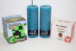4X ASSORTED ITEMS TO INCLUDE RUSTIK CANDLES, MINECRAFT LIGHT & MR STRONG/DAD MUGCondition