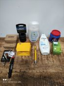 1 LOT TO CONTAIN 11 ASSORTED ITEMS TO INCLUDE LICENSE PLATE LAMP/SHOWER GEL AND MORE (IMAGE DEPICTS