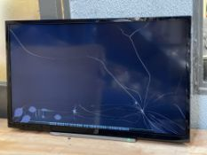 BOXED TOSHIBA 32LL3A63DB 32 INCH TV, CRACKED SCREEN, POWERS ONCondition ReportCRAKED SCREEN, POWERS