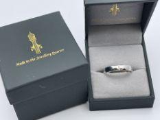 BOXED 9CT WHITE GOLD THREE STONE DIAMOND WEDDING BAND, MADE IN THE JEWELLERY QUARTER, SIZE0 U,