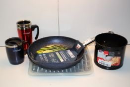 5X ASSORTED ITEMS TO INCLUDE THERMOS MUGS, TOWER FRYING PAN & OTHER Condition ReportAppraisal
