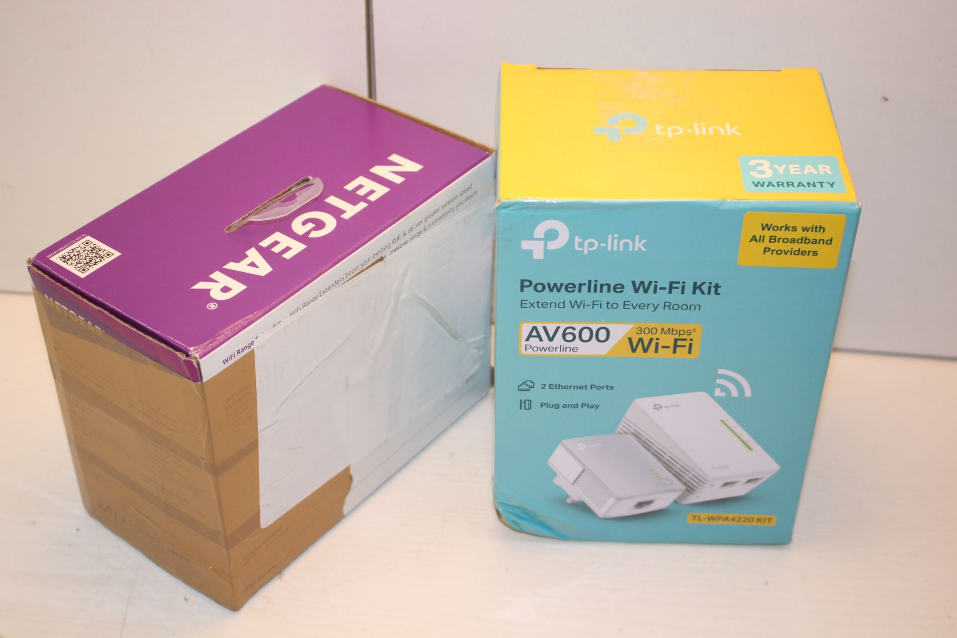 2X BOXED ASSORTED ITEMS TO INCLUDE TP-LINK POWERLINE WIFI KIT & NETGEAR WIFI RANGE EXTENDER