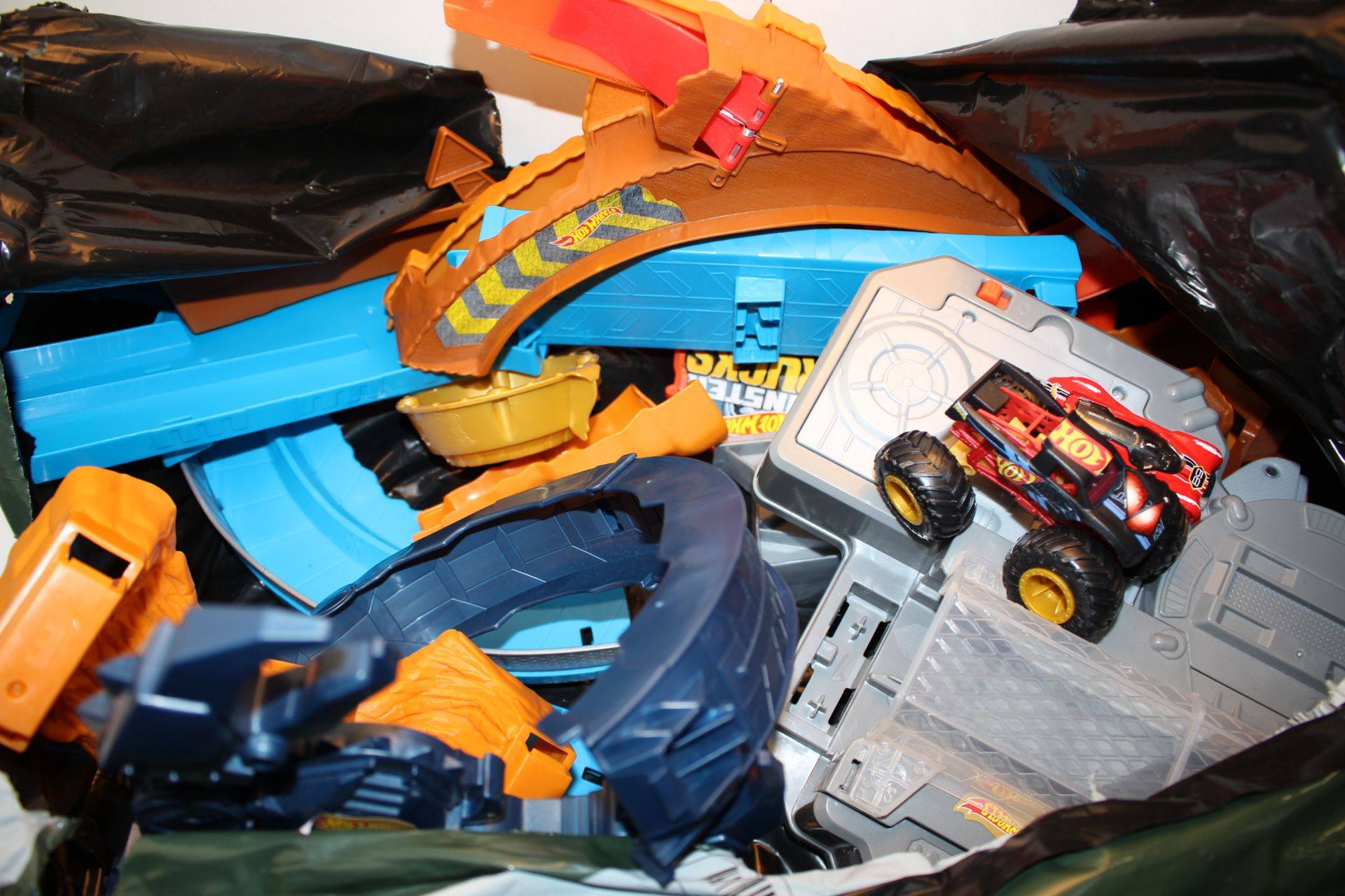 UNBOXED HOT WHEELS TRACK AND CARS Condition ReportAppraisal Available on Request- All Items are