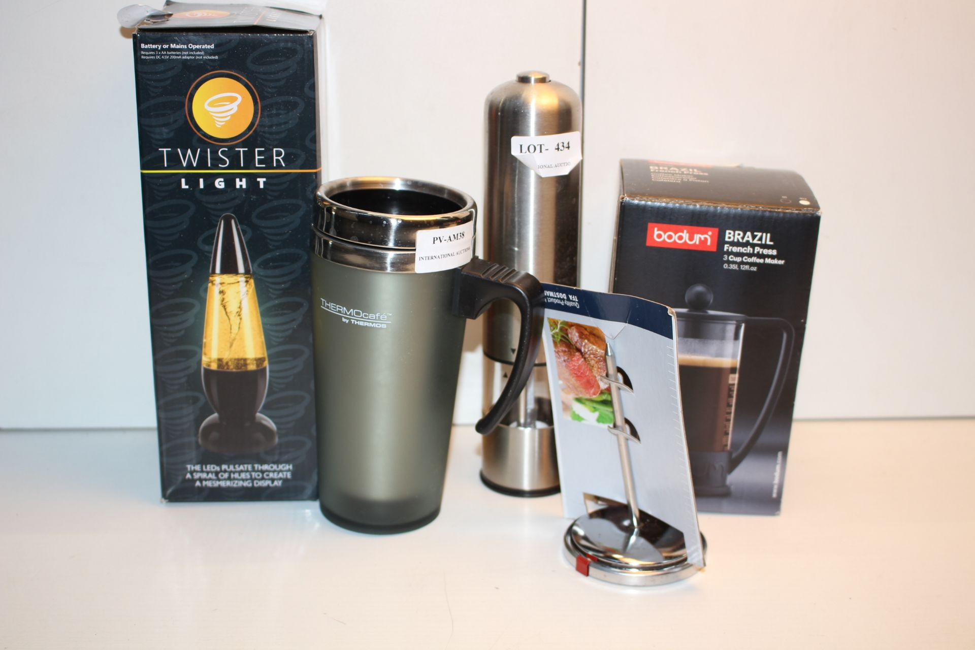 X5 KITCHEN ITEMS INCLUDING, FRENCH PRESS, CUPS AND OTHER, PLEASE USE IMAGE AS A GUIDECondition