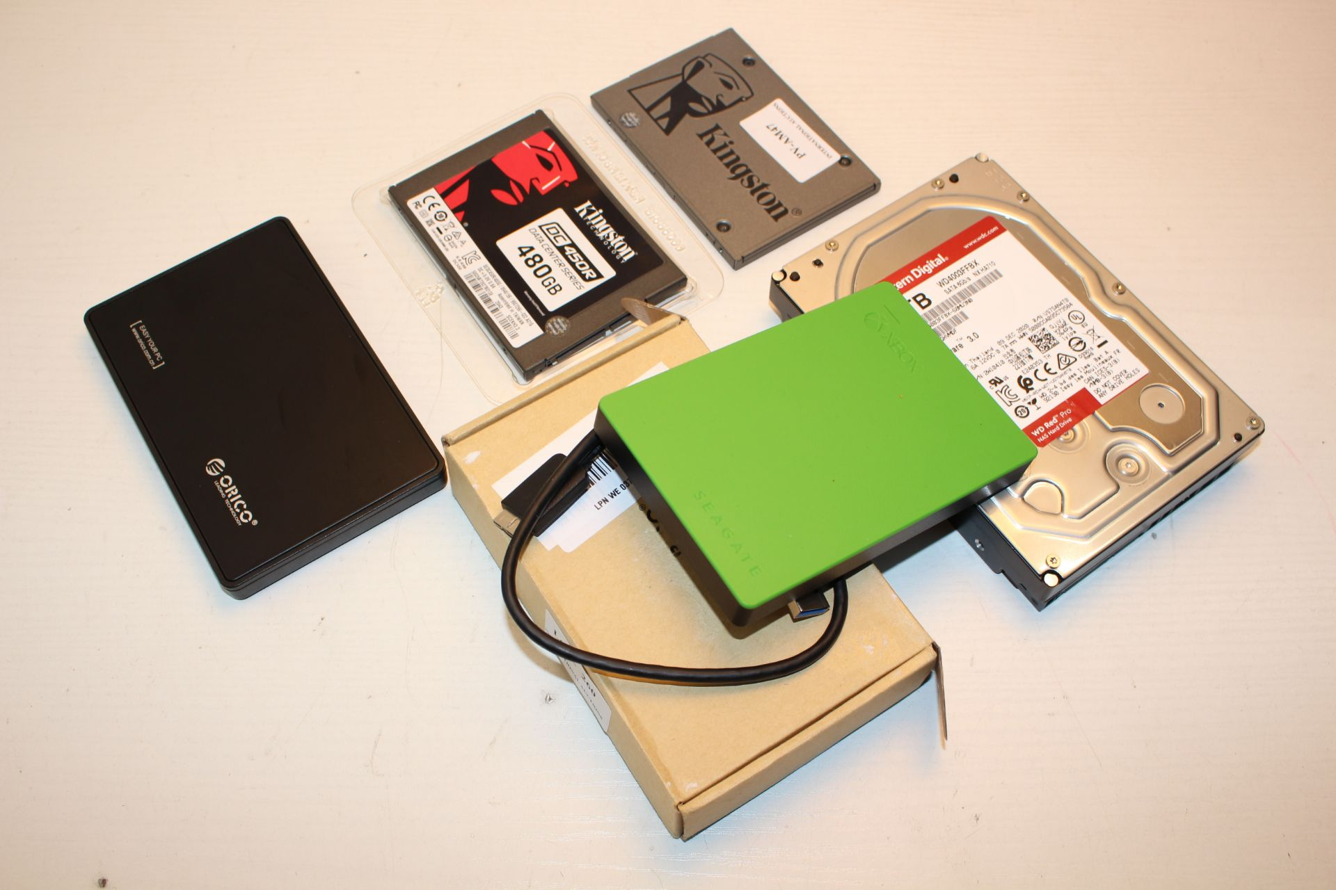 6X ASSORTED ITEMS TO INCLUDE SEAGATE, WESTERN DIGITAL & OTHER (IMAGE DEPICTS STOCK)Condition